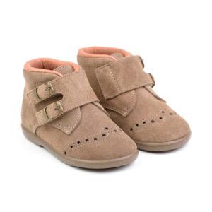 botita en serraje zapato respetuoso con cierre de velcro