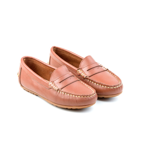 zapato mocasin niño en color cuero para comunion