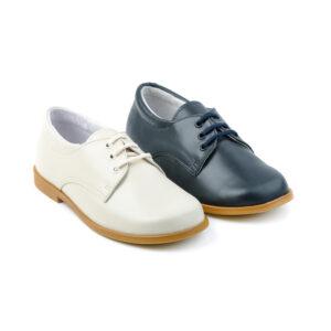 Zapato Comunión Niño en piel napa con cordones. Es un modelo totalmente nuevo del clásico zapato de ceremonia en marino y beig. Talla 30 a 40. Envíos Gratis