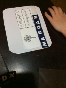 diario cuarentena coronavirus Tarjetas de lectoescritura florales práctica con rotulador con letras de velcro azul