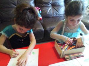 niñas disfrazadas material didactico coronavirus