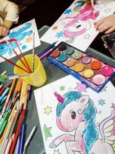 psicomotricidad fina unicornio de colores con purpurina, colores y acuarelas 15 días de cuarentena...seguimos confinados en casa con niños