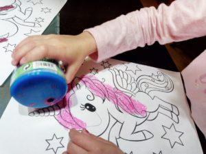 unicornio de colores con purpurina, colores y acuearelas 15 días de cuarentena...seguimos confinados en casa con niños