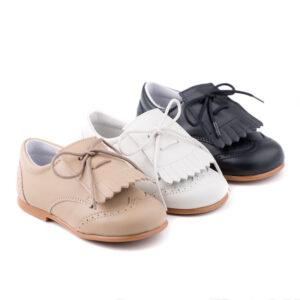 zapato inglesito de napa con flecos y cordones