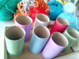rollos pintados con tempera y lanas cortadas
