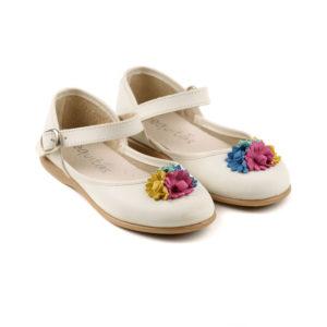 mercedita escotada con flores de colores en piel beige y hebilla