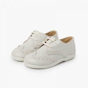 Zapato inglesito de color blanco con cordones