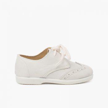 zapato inglesito piel color beige con picados y cordones