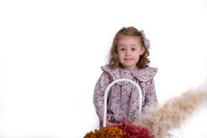 moda infantil otoño 20/21: Ecocó vestido colección campiña coco con zapatos Pequitas
