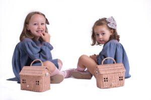 moda infantil otoño 20/21: Ecocó jesusito lavanda de moda infantil española y Merceditas rosa de Pequitas