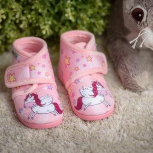 zapatilla de casa para niña con unicornio y purpurina