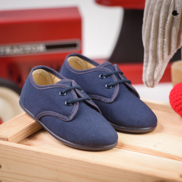 zapato tipo blucher de lona con cordones para niño