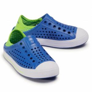Zapato slip on de goma para playa color azul para niño