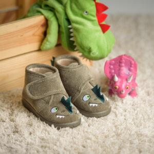 bota de pana verde dinosaurio niño